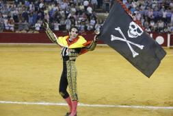 Los triunfos y las cornadas de Padilla, en imágenes