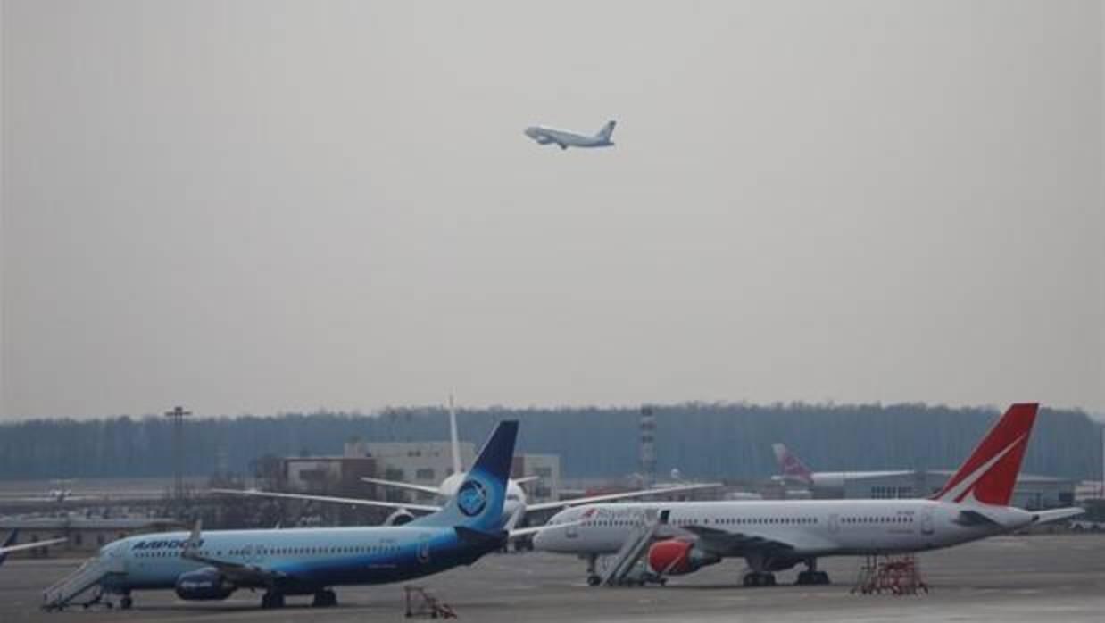 Accidente de avión en Rusia: 71 muertos tras estrellarse un vuelo de Saratov Airlines cerca de Moscú