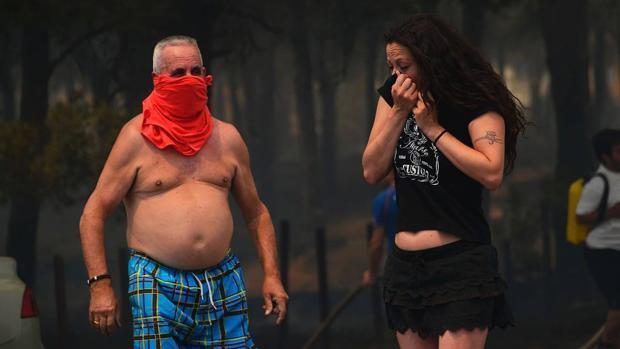 El drama de los campistas acechados por las llamas