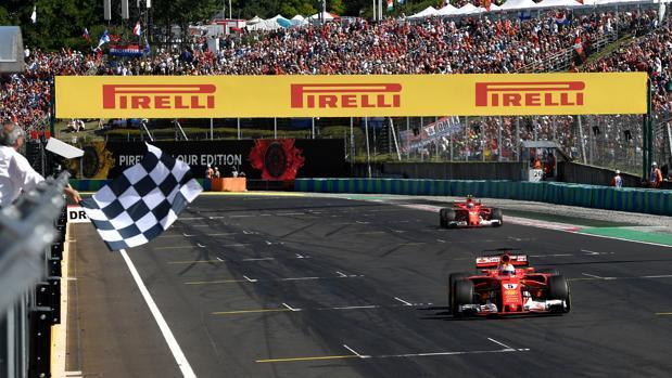 Victoria de Vettel en la mejor carrera del año de Alonso
