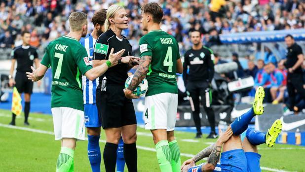 Bibiana Steinhaus arbitró su primer partido en Bundesliga