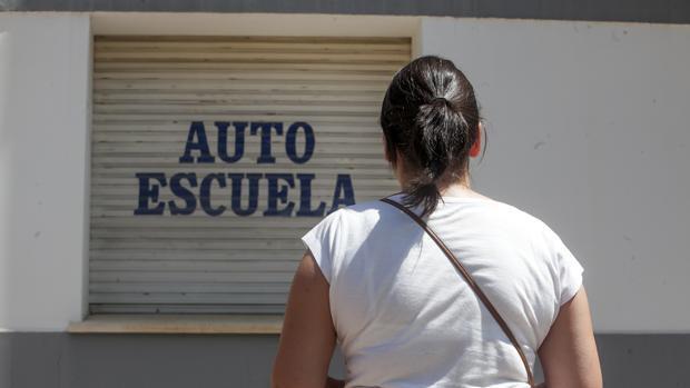 Autoescuelas cifran en un 70% las pérdidas por el paro de examinadores