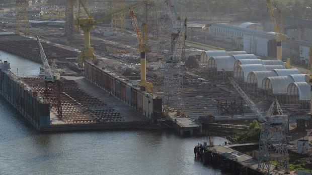 El gigantesco dique de 80.000 toneladas que viene a Canarias