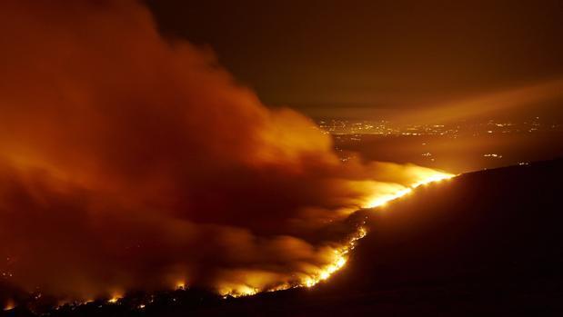 La voraz actividad incendiaria arrasa 2.600 hectáreas en lo que va de mes