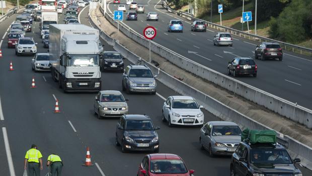 El carril reservado en pruebas para acceder a Sevilla  «examinará» en dos días a unos veinte mil vehículos