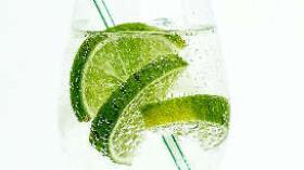 ¿Adelgaza tomar agua con limón en ayunas?