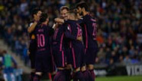 Cómodo triunfo del Barça en el derbi para mantener el liderato