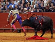 Las imágenes más impactantes de la tarde de Morante, El Juli y Roca Rey en Sevilla