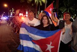 Los cubanos se echan a las calles de Miami para celebrar su muerte
