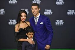 Cristiano luce pareja en la gala «The best»