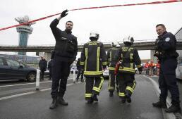Miedo y desinformación en el aeropuerto de París-Orly tras el ataque