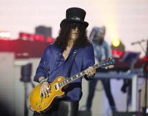 Los Guns N' Roses agitan Bilbao