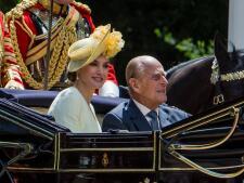 En imágenes, el conjunto amarillo y burdeos con el que la Reina Letizia triunfa en la visita a Reino Unido