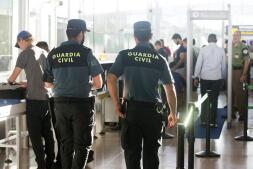 Imágenes de la Guardia Civil en el aeropuerto de El Prat