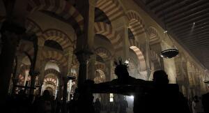 El Vía Crucis de la Agrupación de Cofradías, en imágenes