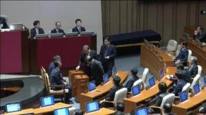El Parlamento surcoreano aprueba la destitución de la Presidenta