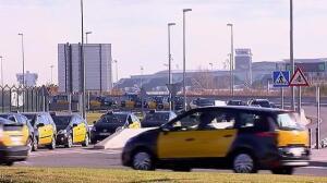Retenciones kilométricas en Barcelona por la protesta de taxistas
