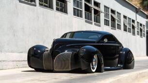 A subasta los coches más emblemáticos del S.XX en el histórico aeropuerto de Hangar Barker