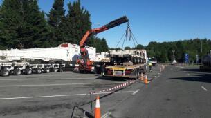 En imágenes: Un coloso de 76 metros y 400 toneladas surca las carreteras del País Vasco