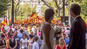 España se echa a la calle para protestar contra el 1-O, en imágenes