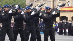 En imágenes: Emotivo acto por el Día de la Policía en Basauri, Vizcaya