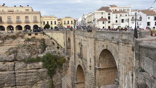 Guerra abierta en Ronda por el corte al tráfico del Puente Nuevo