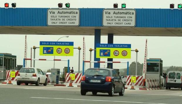El tráfico de la autopista Sevilla-Cádiz recupera los registros previos a la crisis