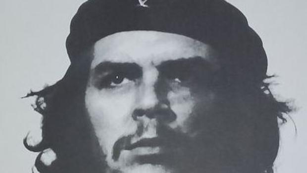 La cámara con la que Alberto Korda fotografió al Che Guevara, subastada por 18.000 euros
