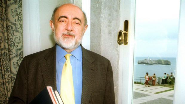 Carlos García Gual y Alfredo Conde, candidatos a la silla «J» de la RAE