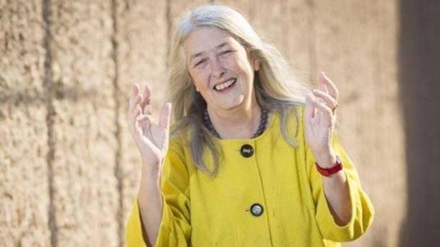 Mary Beard pide a las mujeres del #MeToo que olviden los acosos del pasado y se centren en el futuro