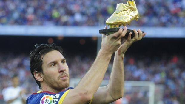 Messi elude hablar de su renovación en la entrega de su cuarta Bota de Oro