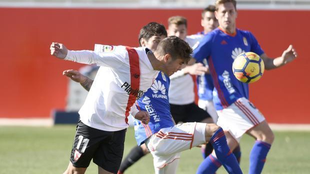La inferioridad numérica no impide al Oviedo ganar en Sevilla