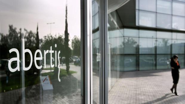 La CNMV no abrirá la «guerra» de opas por Abertis hasta 2018