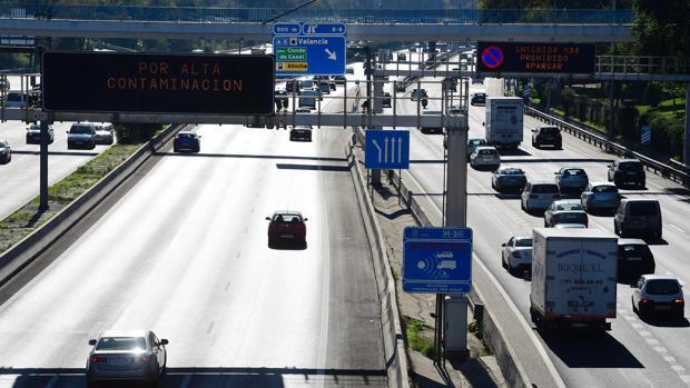 La alerta por contaminación en Madrid se mantendrá también este sábado: a 70 km/h en la M-30