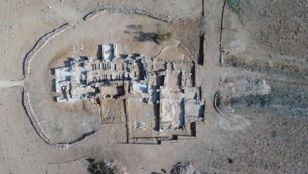 Descubren una iglesia privada del siglo VII en el yacimiento de Los Hitos