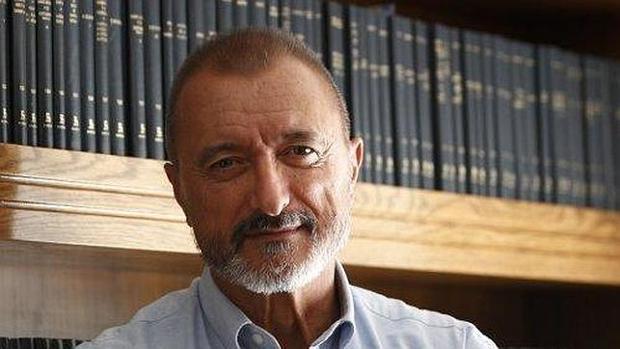 Pérez-Reverte, a Colau: «Debería reservar sus demagogias cutres para
