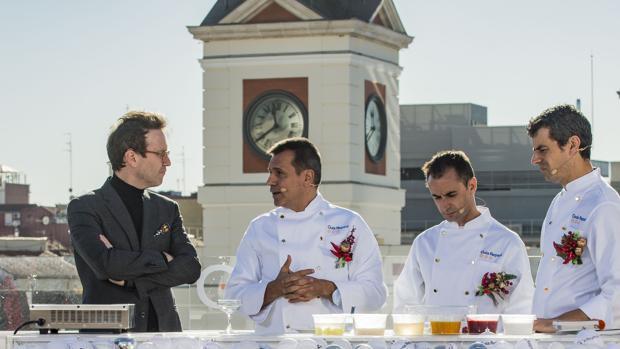 Los mejores cocineros brindan frente al reloj de Sol