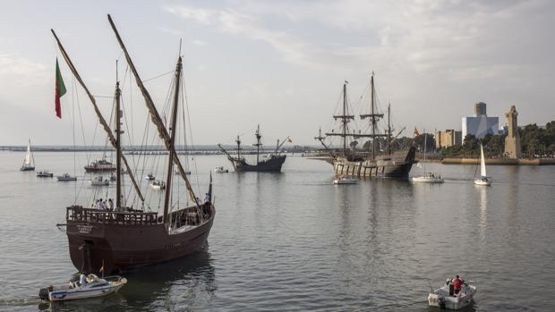 Los barcos de los grandes marineros españoles, juntos por primera vez en el puerto de Sevilla