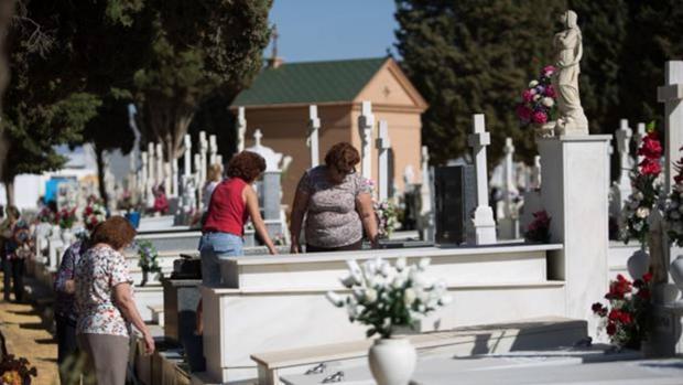 El cementerio de Sevilla no hará incineraciones esta tarde por protestas de los trabajadores