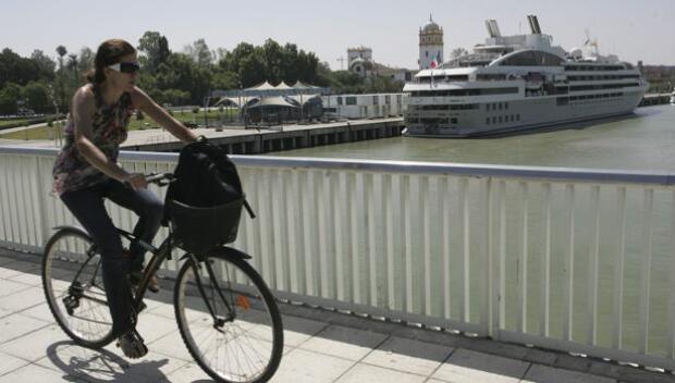 El puerto de Sevilla saca a licitación una parcela junto al Mercantil