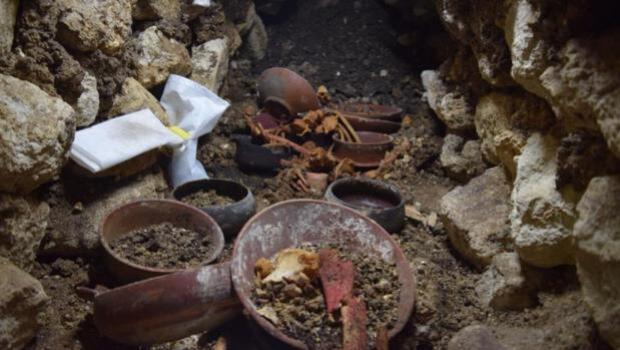 Hallan una tumba real maya en Guatemala