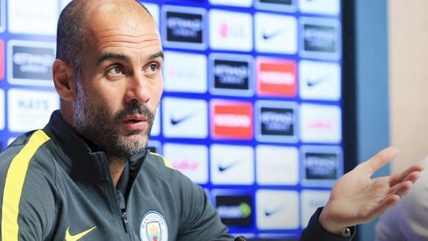 Guardiola defiende su estilo ante la prensa inglesa: «He ganado 21 títulos»