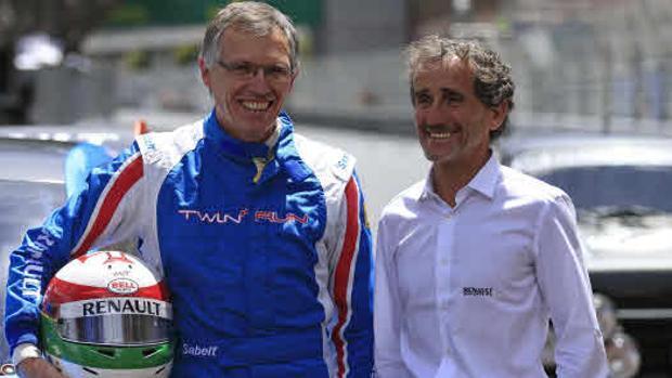 Prost cree que la presión de McLaren será positiva para Renault