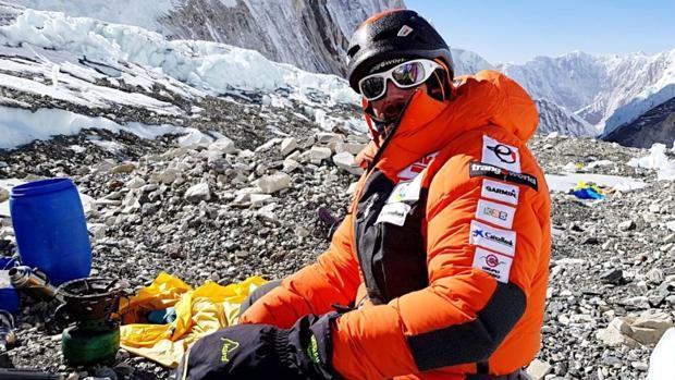 El desesperado último intento de Alex Txikon en el Everest