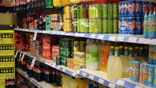 El sector del gran consumo pide aplazar el impuesto catalán a las bebidas azucaradas