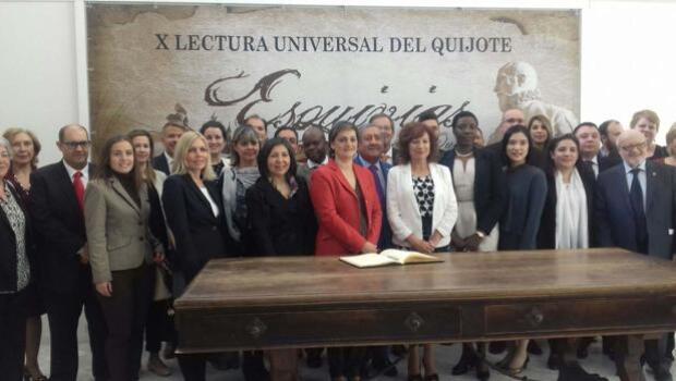 La lectura del Quijote reúne a embajadores y diplomáticos de 20 países