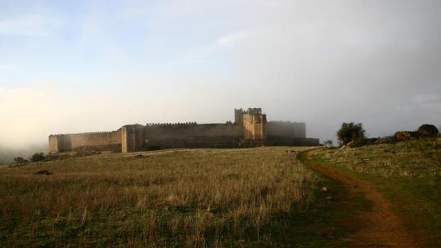 El castillo de Montalbán echa el cierre ante el riesgo de derrumbes