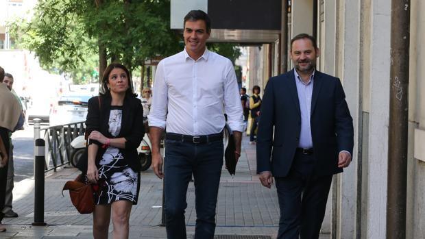 Los partidarios de Pedro Sánchez arrasan en los «congresillos» de la provincia de Ábalos