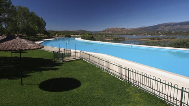 Buitrago de Lozoya reabre la piscina de Riosequillo y pospone las obras
