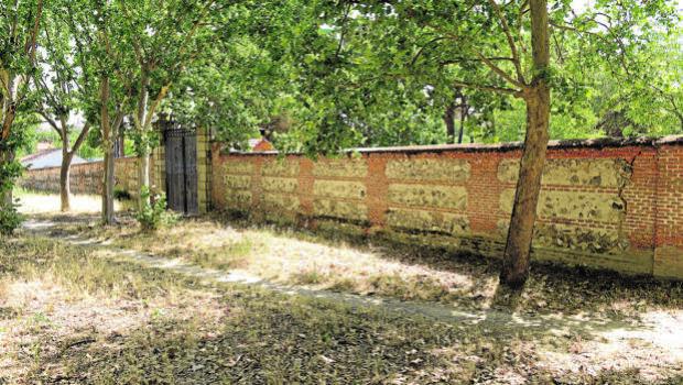 Carmena rehabilitará el muro histórico de la Casa de Campo ante el peligro de derrumbe
